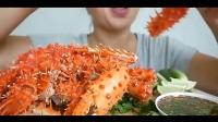 """全身都是刺的""""红螃蟹"""",妹子吃的好费劲,直接上剪刀"""