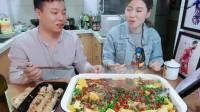在家吃美食,皮皮虾吃起来,柠檬烤鱼吃起来,真舒服。
