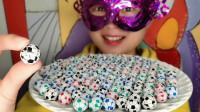 """妹子吃""""小足球巧克力"""",彩色小巧创意包装,一口香脆好惊喜"""