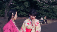 女生好起来真就没男同学什么事了,来看两个姑娘赏樱花唯美版!