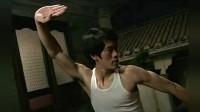 李小龙对武术到底有多痴迷? 凌晨2点还在练, 连爸爸都说他抽风!
