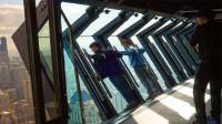 最刺激的玻璃窗,趴上去俯瞰300米高空,隔着屏幕都腿软!