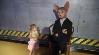 萌娃小可爱在蜡像馆里遇见了一位有趣的外星人,萌娃:宝宝见到喵星人啦!