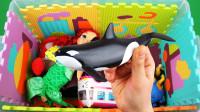 超有趣!小猪佩奇竟然坐着鲸鱼出去玩?闪电麦昆为何没有一起呢?趣味儿童玩具故事