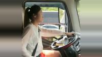 开大车的小姐姐,方向盘是这样打,这技术真是没谁了