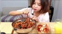 韩国大胃王欧尼吃拌饭