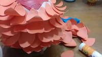 教你用气球和彩纸DIY一个有趣的墙挂