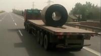 这才是专业的钢卷运输车!一辆车只能拉一卷,不用固定都没事
