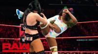 【RAW 04/22】标志二人组的比莉凯单挑娜欧米 很没面子地被快速拿下