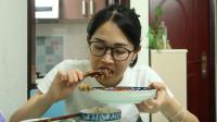 没有豪华大餐,2只鸡腿一顿饭,打工妹用美食治愈百无聊赖的生活
