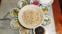 这才是正宗的老北京炸酱面?32元一碗配八小碟菜,吃着实在太香了