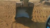 挖掘机老师傅说:整平沙子不好整,练习好了挖空气就会整平沙子了