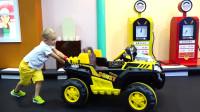 萌娃小可爱在儿童乐园里玩的好开心!小家伙的这辆玩具车可真酷呀!萌娃:好像没油了!