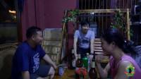 真实讲述!某老挝男人有三个老婆,只因有重要资产——一辆摩托车