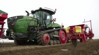 芬特940MT拖拉机收割土豆