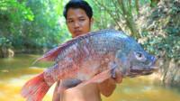 荒野美食篇:小伙户外清蒸野鱼,这是什么鱼啊