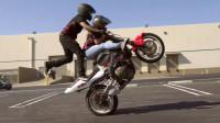 業餘特技摩托车手賽前练习