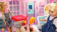 公主娃娃带着小宝宝到芭比家的超市购物,买到好多有趣的奇趣蛋,芭比在收银台负责结算