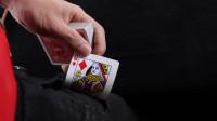 魔术揭秘:刘谦当年扑克牌进入口袋,其实很容易