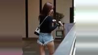 街拍:美女穿超短裤,展现极品身材,是我见过最好看的人!