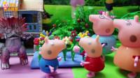 小猪佩奇:破坏花圃的小怪兽,超人快来收拾它啊!