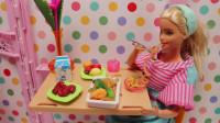 芭比从冰箱拿出食材到厨房煮面条,用微波炉热鸡腿,做美美的早餐