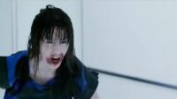 """《生化危机5:惩罚》最新片段""""米拉.乔沃维奇大战植物僵尸""""。"""