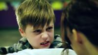 十岁男孩拥有多重危险人格,将亲生母亲虐得奄奄一息,让人害怕