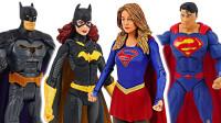 DC超级英雄蝙蝠侠和超人手办模玩拯救变形警车机器人珀利