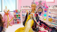 芭比娃娃的换装化妆游戏,穿长袍古装扎大辫子带上皇冠变身公主