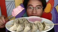 """吃货吃播,眼镜哥吃创意美食""""饺子蘸巧克力酱"""",新吃法好美妙"""