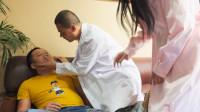 小伙去医院看病,护士的名字起的简直太好了,小伙听到后直接被吓晕了