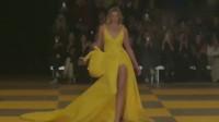 维密超模KarlieKloss2019巴黎时装周走秀现场!网友:真霸气!