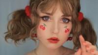 国外创意美妆秀,小姐姐给自己画了个樱桃女孩妆容,瞬间萌翻了