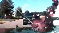美国警察不好惹,暴力执法,直接用男子头撞碎挡风玻璃!