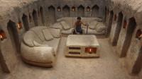 原始技术,小哥丛林挖地下庇护所,还有沙发和茶几!