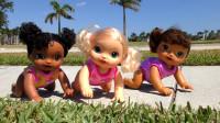 萌娃小可爱带玩具宝宝们出去玩可不能一心两用哟!—萌娃:抱歉,是我大意了!