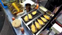 韩国街头的特色美食,店员现场做奶酪黄油烤扇贝,这做法看着就美味