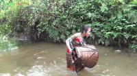 生存技能:原始生活技能,捕捉大鱼和美味的烹饪鱼,吃美味