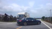 行车记录仪实拍:十字路口不减速,不观察,这次代价有点大!