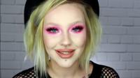 国外美妆达人秀,小姐姐给自己画了个粉色的眼影,你心动了吗
