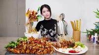 办公室小野  美女在办公室用电热水壶烹饪香辣小吃串串香!