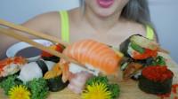 品种丰富寿司的吃播,一口一个吃着超级过瘾,十分特别非常想吃了