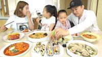 韩国家庭吃播:今天吃快餐,有紫菜包饭、炒年糕、拉面和饺子汤等