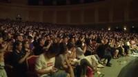 岳云鹏上台就调侃观众,但是话筒不配合,观众爆笑