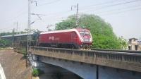 HXD1D牵引Z137次(乌鲁木齐→广州),下行晚点通过武汉长江大桥南引桥!
