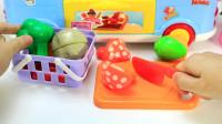 米露娃娃的移动快餐店开始营业啦,小宝宝来玩过家家切切乐游戏
