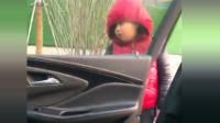 这熊孩子真调皮,放学假装不认识她老妈