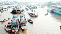 实拍越南最大的水上集市,直接在船上做生意!