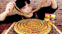 小哥挑战一盒彩虹绳糖,酸到不行喝奶却给力,难道是来搞笑的吗?